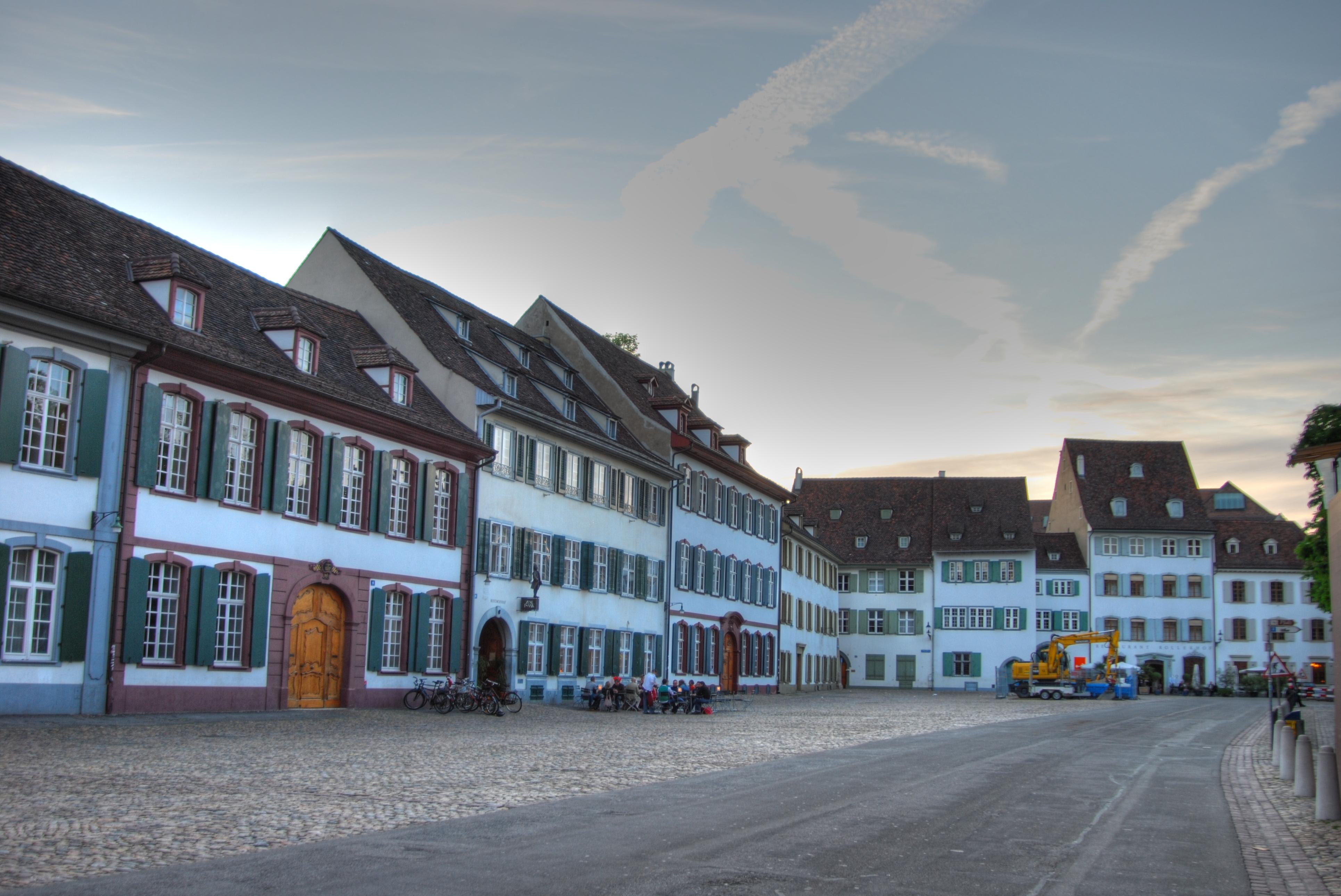Munsterplatz,_Basel,_Switzerland