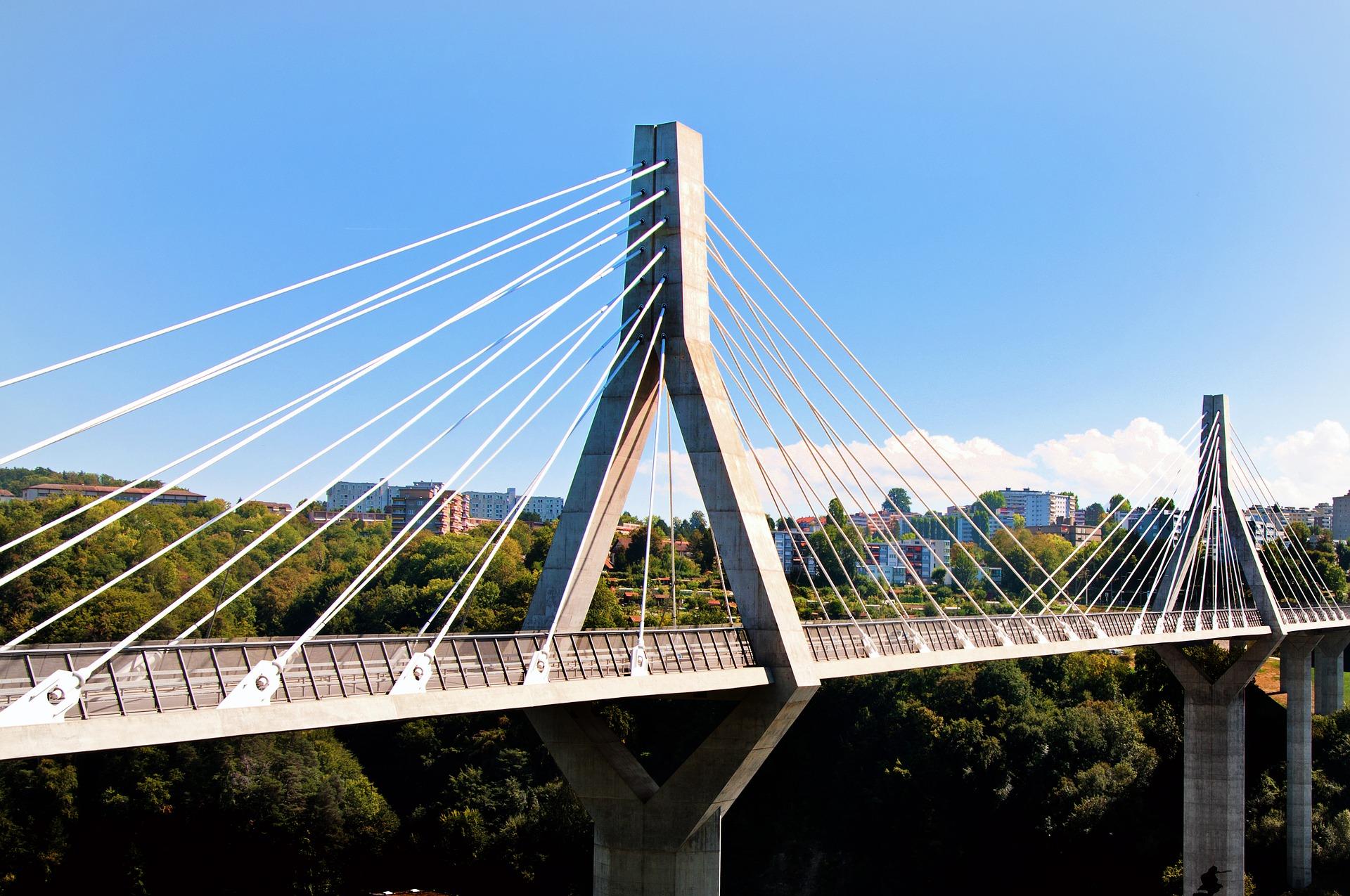bridge-3664804_1920